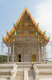 Stalowy szafot wokoło tajlandzkiej świątynnej budowy Zdjęcie Stock