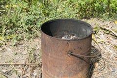 Stalowy zbiornik i rdza używać palić śmieci Zdjęcia Royalty Free