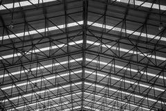 Stalowych struktur metalu budowa zadasza warsztat w fabryce obraz royalty free
