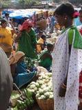 stam- grönsakkvinnor för ny sell arkivbild