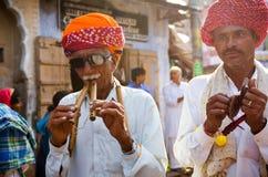 Stam- turbanmän på den Pushkar kamelmässan, Rajasthan, Indien Royaltyfri Fotografi