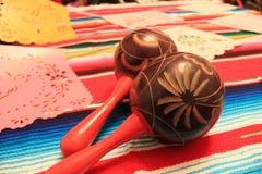Stamina della decorazione del de Mayo di cinco di festa del fondo del cranio del sombrero del poncio del Messico Fotografia Stock Libera da Diritti