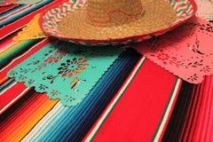 Stamina della decorazione del de Mayo di cinco di festa del fondo del cranio del sombrero del poncio del Messico Immagini Stock