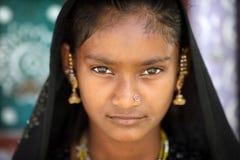Stammenmeisje in het district van Kutch, India royalty-vrije stock afbeeldingen