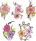 Stammes- Blumentätowierungen Stockbilder