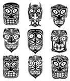 Stammes- furchtsame Halloween-Schädelmaskottchenillustration Lizenzfreie Stockbilder