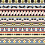 Stammes- gestreiftes nahtloses Muster. Vektor Abbildung