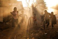 Stammes- Kinder. Stockfotos