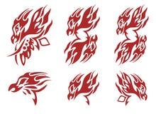 Stammes- lodernde Phoenix-Kopfsymbole Rot auf dem Weiß Stockbilder