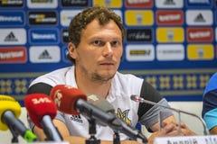 Stampa-conferenza del primo allenatore della squadra di football americano del cittadino dell'Ucraina Fotografie Stock