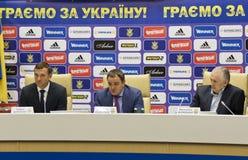 Stampa-conferenza del primo allenatore della squadra di football americano nazionale di Ukra Fotografia Stock