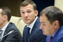 Stampa-conferenza del primo allenatore della squadra di football americano nazionale di Ukra Fotografia Stock Libera da Diritti