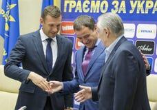 Stampa-conferenza del primo allenatore della squadra di football americano nazionale di Ukra Immagine Stock