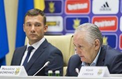 Stampa-conferenza del primo allenatore della squadra di football americano nazionale di Ukra Fotografie Stock