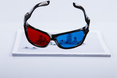 stampa 3D: Vetri blu rossi e bulloni stampati Fotografia Stock