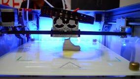 Stampa del primo piano sulla stampante 3D video d archivio