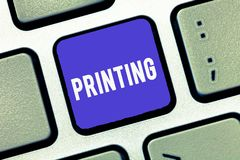 Stampa del testo della scrittura Concetto che significa produzione dei giornali dei libri o l'altro materiale stampato stampato immagini stock