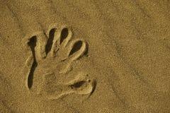 Stampa della mano in sabbia Fotografie Stock