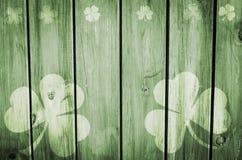 Stampa di legno verde del fondo dei trifogli Fotografia Stock Libera da Diritti