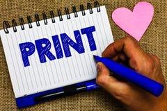 Stampa di rappresentazione della nota di scrittura La foto di affari che montra la lettera dei prodotti numera i simboli su carta immagini stock libere da diritti