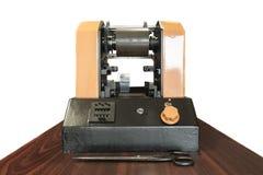 Stampando le etichette sulla stampatrice dell'etichetta - vecchia stampatrice Fotografia Stock Libera da Diritti