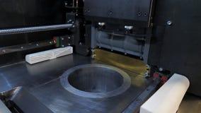 Stampante in bianco 3d dentro il primo piano fuoco verso i numeri più bassi e medi Fotografia Stock