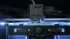 stampante 3D durante il lavoro Immagini Stock Libere da Diritti