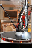 stampante 3D durante il processo del lavoro Nuova tecnologia di stampa Immagini Stock