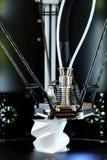 stampante 3D durante il processo del lavoro Nuova tecnologia di stampa Fotografia Stock Libera da Diritti