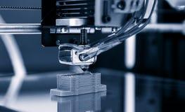 Stampante di plastica tridimensionale elettronica durante il lavoro, 3D, stampante Immagine Stock Libera da Diritti