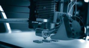 Stampante di plastica tridimensionale elettronica durante il lavoro, 3D, stampante Immagine Stock