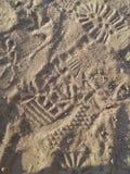 Stampe del piede nella sabbia Fotografie Stock Libere da Diritti