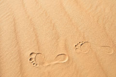 Stampe del piede nella sabbia Fotografie Stock