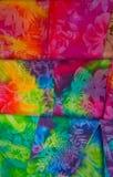 Stampe tropicali hawaiane variopinte al neon del tessuto fotografie stock libere da diritti
