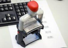 Stamper do selo na lista de códigos de barra fotografia de stock