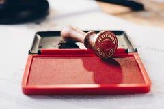 Stamper för metallnotarius publicufärgpulver fotografering för bildbyråer