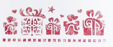 Stampino con i regali su un fondo bianco Struttura per le carte e gli inviti di progettazione Fotografia Stock