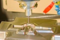 Stampo di taglio del centro di lavorazione di CNC dalla camma del endmill cad Immagini Stock Libere da Diritti