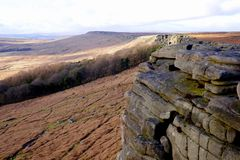 Stanage Edge, Derbyshire, UK. January 29, 2018.  The Gritstone of Stanage Edge meanders along the Edge leading to High Neb in the distance with Stanage Stock Photo