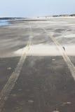 Stanchi le piste alla spiaggia dell'isola di Ameland, Paesi Bassi Fotografia Stock Libera da Diritti