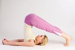 Stand d'épaule de yoga demi Photographie stock