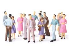 Stand de gens de jouet dans différentes poses photographie stock