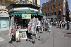 Stand de journal en Italie Photographie stock libre de droits