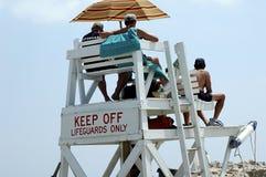 Stand de maître nageur photographie stock libre de droits