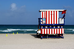 Stand de maître nageur en plage du sud Miami Photographie stock libre de droits