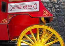 Stand de maïs éclaté images stock