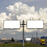 Stand für die Werbung, Anschlagtafelplatte, welche die Stadtstraße, Modellfreien raum übersieht stockfotos