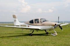 Stand Flugzeug-Cirruss SR22 im Boden. Stockfotografie
