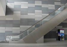Stand moderne d'escalator et de concession photographie stock