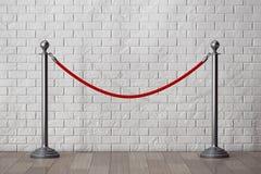 Stand-Seil-Sperren vor Backsteinmauer lizenzfreie stockbilder